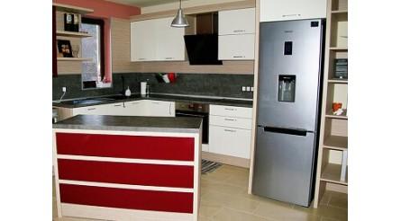 Кухня в няколко цвята