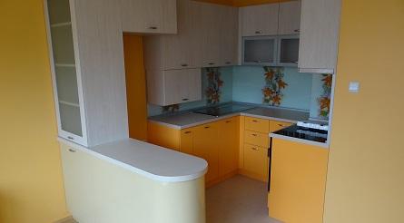 Интересна малка кухня в съчетание на няколко цветове
