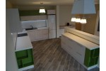 Кухня в светли и зелени тонове
